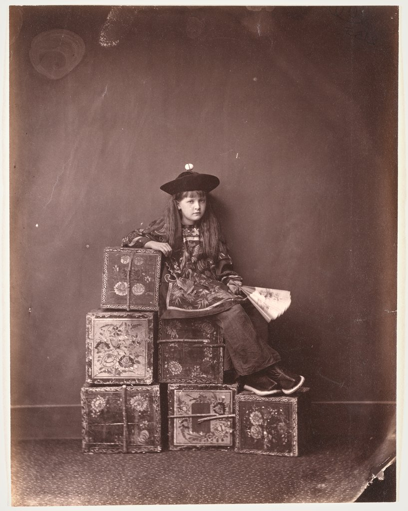 "Alexandra ""Xie"" Kitchin als chinesischer ""Tea-Merchant"" (on Duty), Lewis Carroll"