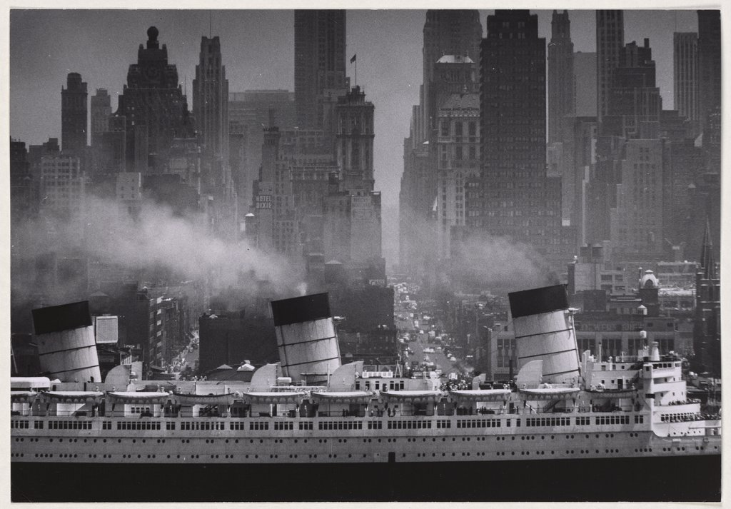 Queen Mary passing 42nd Street, Andreas Feininger