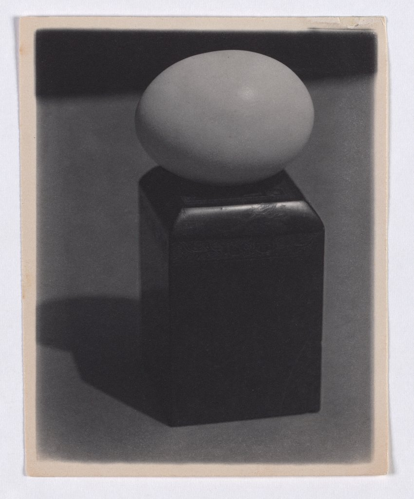 Ei auf Block, Paul Outerbridge