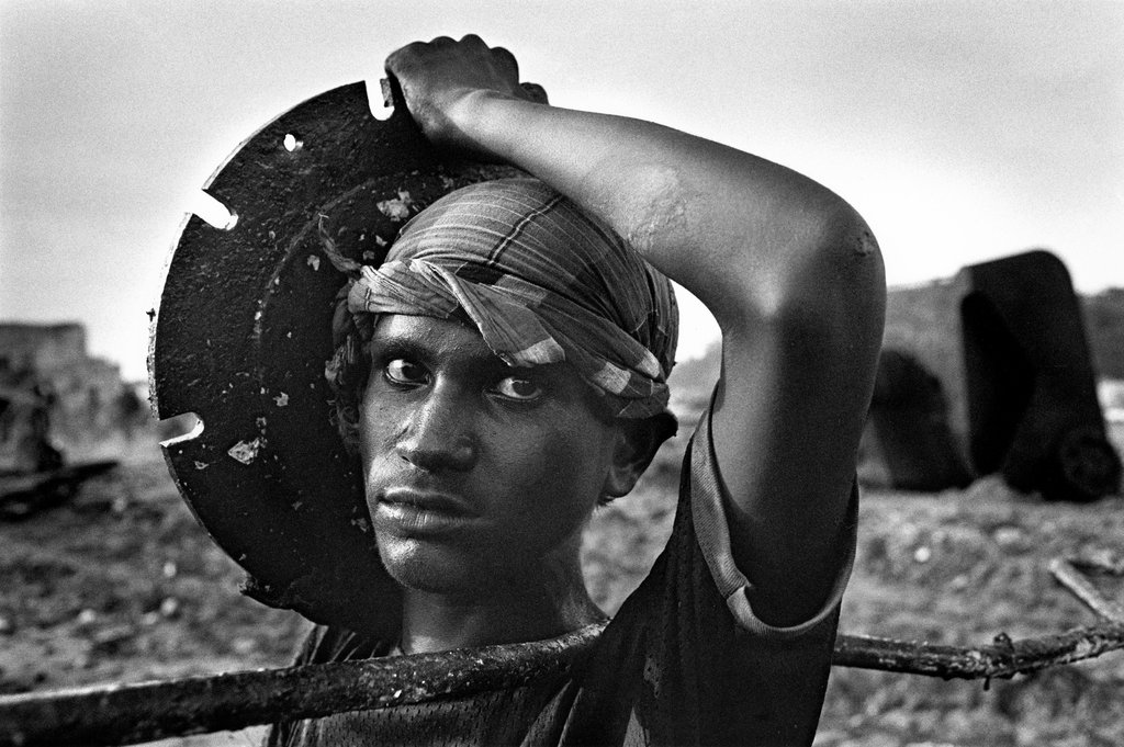 "Ship Breaking, Bangladesch, from the series ""Uncertain Grace"", Sebastião Salgado"